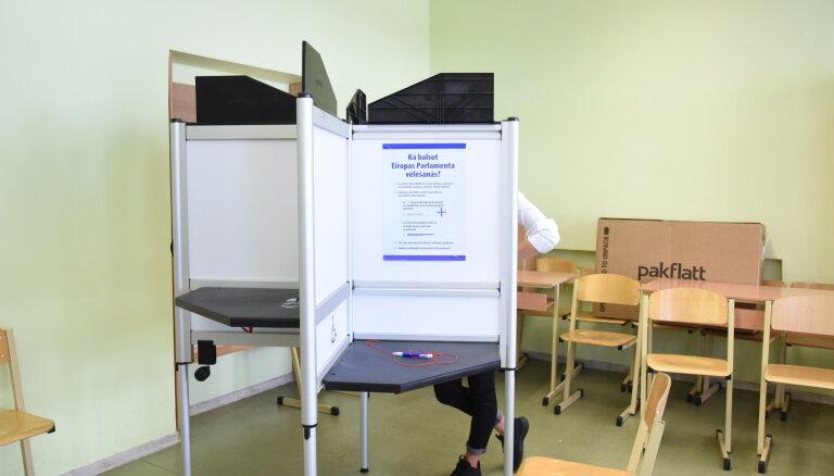 Iepriekšējās balsošanas likstas: piektdien vēlēšanu iecirkņi strādās ilgāk