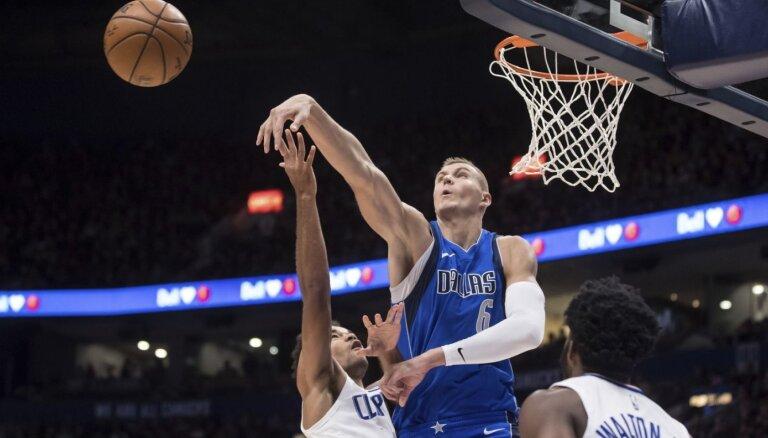 Porziņģis ar otro 'double double' pēc kārtas noslēdz gatavošanos NBA sezonai