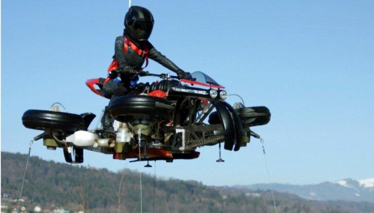 Video: Franči izstrādājuši sērijveida lidojošo motociklu