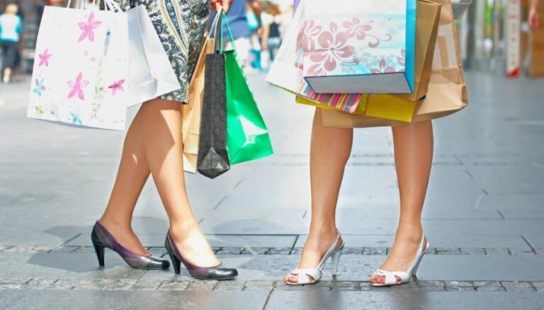 Iepirkšanās maratons: kas jāliek aiz auss pirms apģērba iegādes