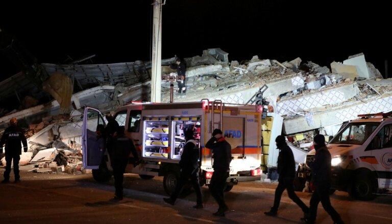 Turcijā sākta izmeklēšana par 'provokatīviem' ierakstiem sociālajos medijos saistībā ar zemestrīci