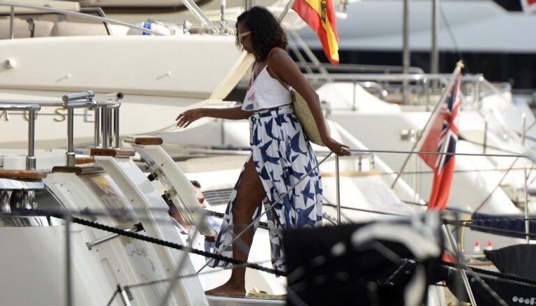Paparaci foto: Mišelas Obamas atpūta Spānijā