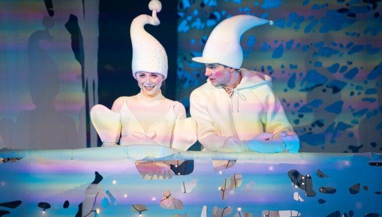 Foto: 'Baltā pasaka' uz Nacionālā teātra skatuves