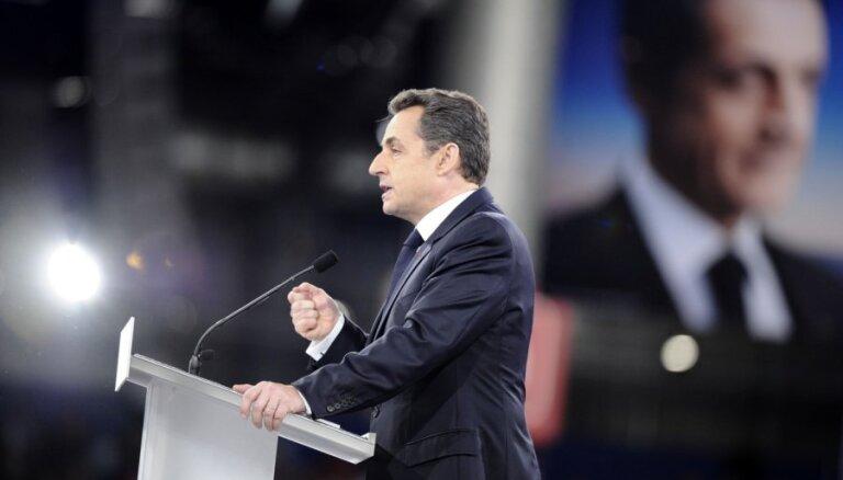 Francijas bijušajam prezidentam Sarkozī korupcijas prāvā aicina piespriest cietumsodu