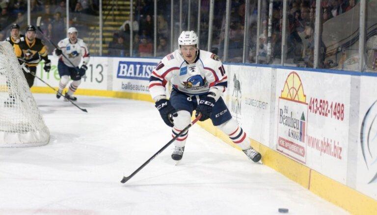 Rihardam Bukartam rezultatīva piespēle AHL spēlē