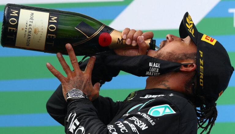 """""""Формула-1"""": Хэмилтон сравнялся по числу побед с Шумахером. Теперь он самый великий гонщик?"""