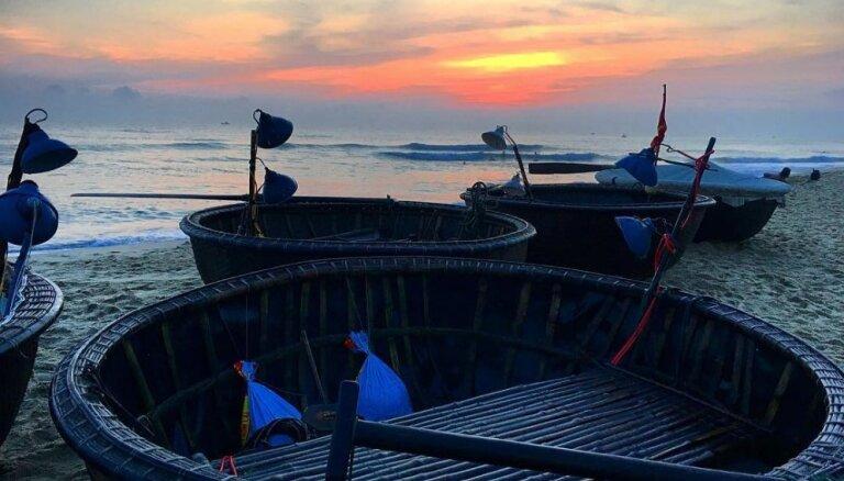 Laiva kā grozs: savdabīgs transportlīdzeklis Vjetnamā, kuru izmanto arī tūristu izklaidēm