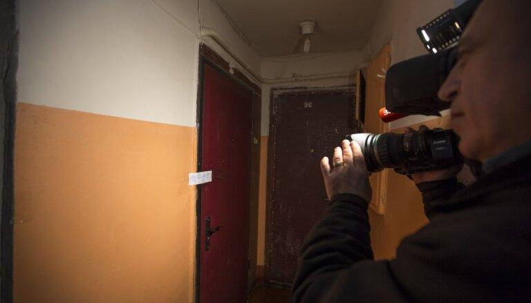 В Риге полиция не стала взламывать дверь в квартиру, что закончилось смертью человека