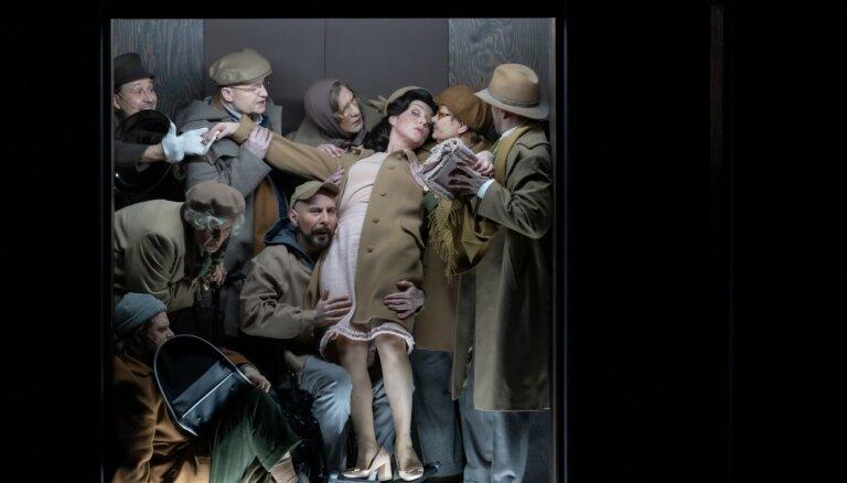 Foto: Dailes teātrī iestudēta absurda komēdija 'Degunradži'