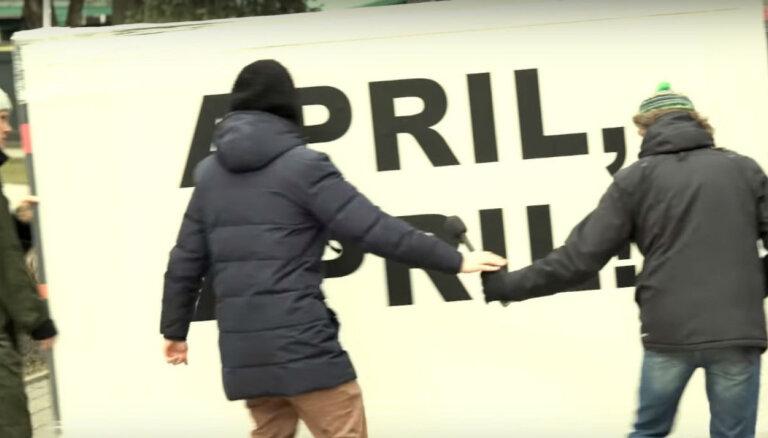 Video: Skuteļa šovā asprātīgi izāzē rīdziniekus