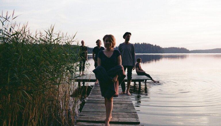 Noklausies! Kristīne Praulina un 'The Soulful Crew' izdod singlu 'Mountains'