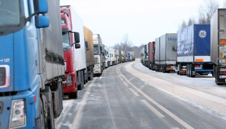 Automašīnu rindas sāk veidoties uz Latvijas-Baltkrievijas robežas