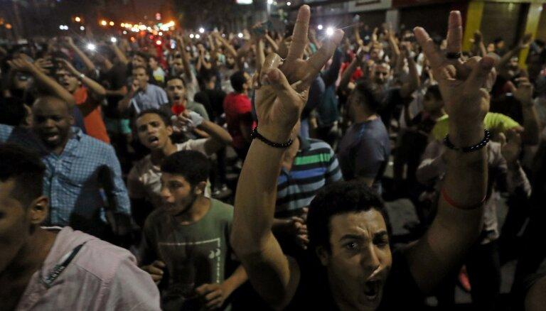 Represijās Ēģiptē aizturēti teju 2000 cilvēku, vēsta HRW