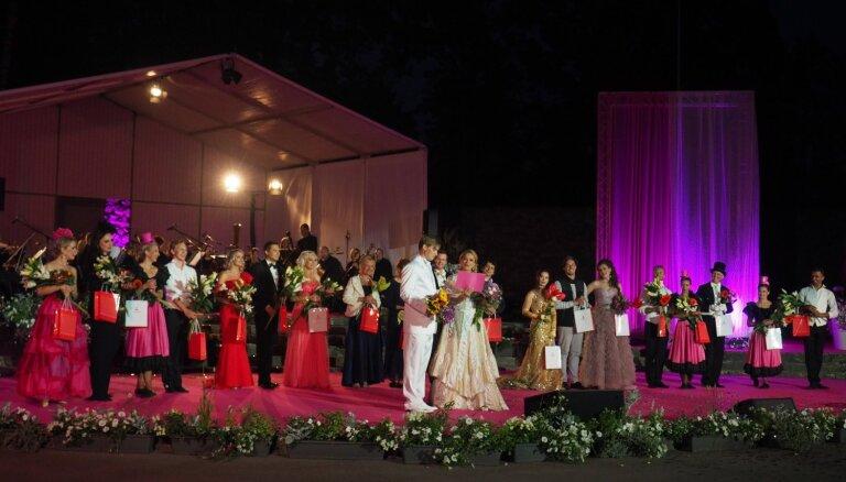Foto: Krāšņi izskan Operetes festivāla Galā koncerts