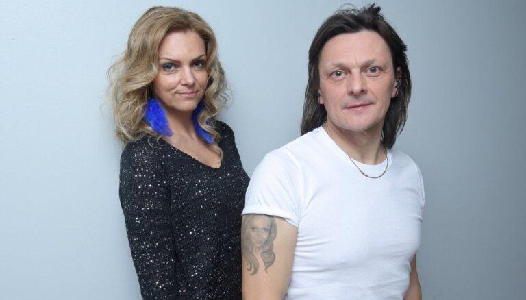 Foto: Cik līdzīgs Fomina sievai ir tetovējums uz vīra rokas