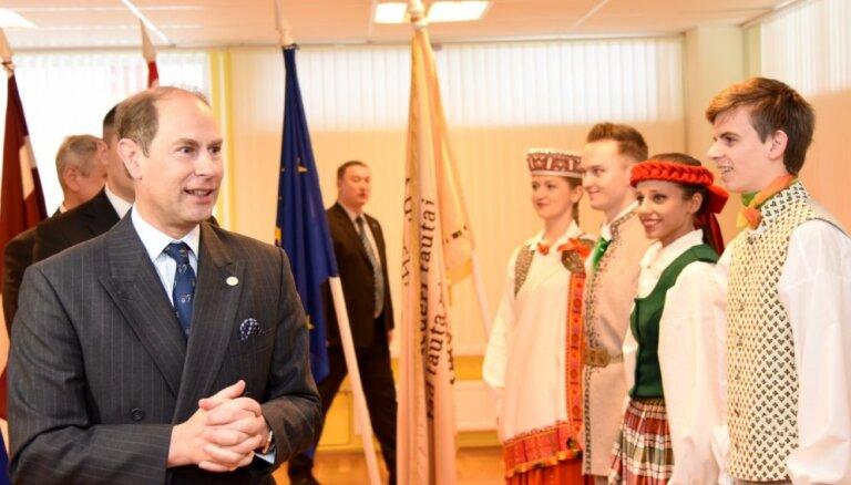 ФОТО: Вейонис во время встречи с принцем Эдвардом призвал поддерживать молодежь