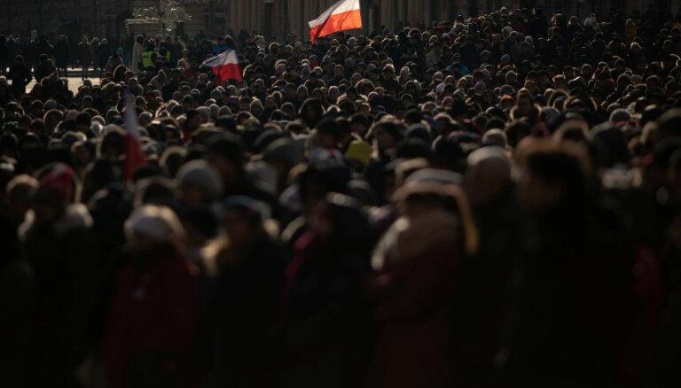 Почти 50 тысяч человек в центре Гданьска простились с убитым мэром Адамовичем