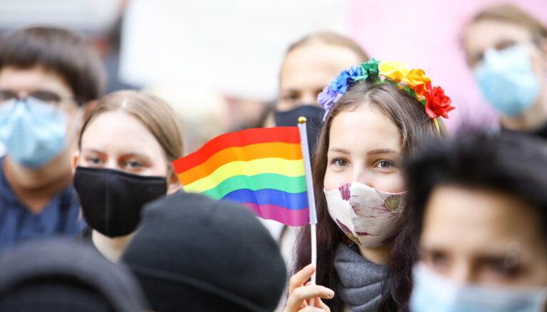 'Spried ar Delfi' par Satversmes tiesas spriedumiem par viendzimuma pāru tiesībām