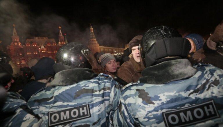 Задержания сторонников Навального на Манежной продолжились утром 31 декабря