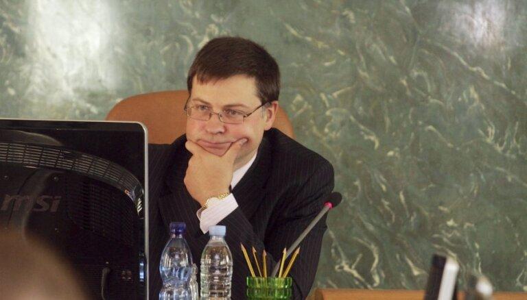 Premjers atjaunos deputāta mandātu Saeimā