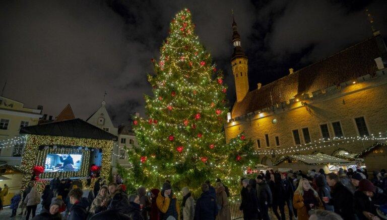 'Delfi' lasītāji par krāšņāko Ziemassvētku eglīti Baltijā atzīst Igaunijas svētku rotu