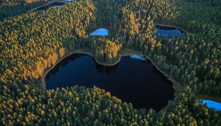 ФОТО: Озеро в Смилтенском крае, напоминающее контур Латвии