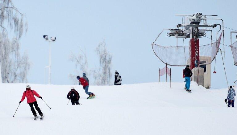 Kalnu slēpošanas trases gatavas atkusnim un turpina darbību