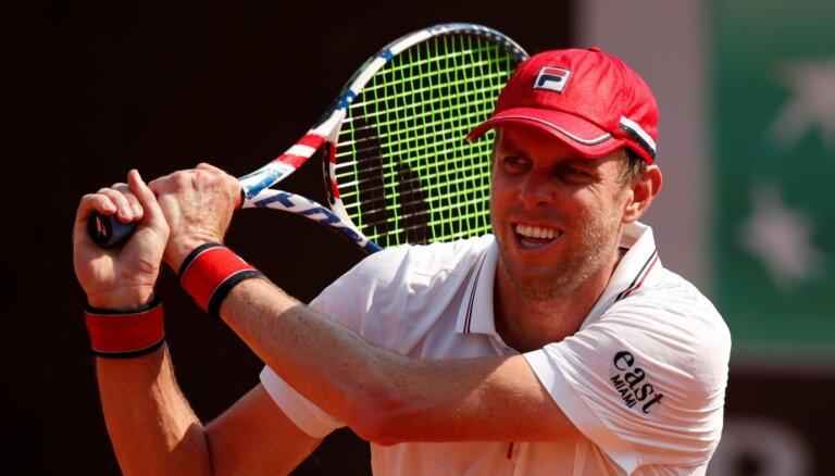 Bēgšana no Krievijas: tenisists Kverijs pēc saslimšanas ar Covid-19 patvaļīgi pamet valsti