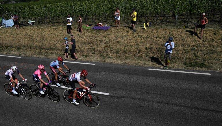 Kalnainā 'Tour de France' posmā Skujiņam 62. vieta; kopvērtējumā par līderi kļūst latvieša komandas biedrs