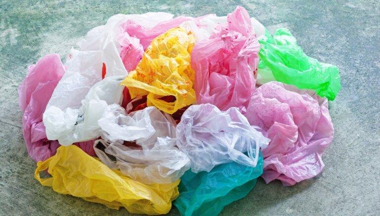 Pilna atvilktne ar maisiņiem: idejas, kā tos kompakti uzglabāt