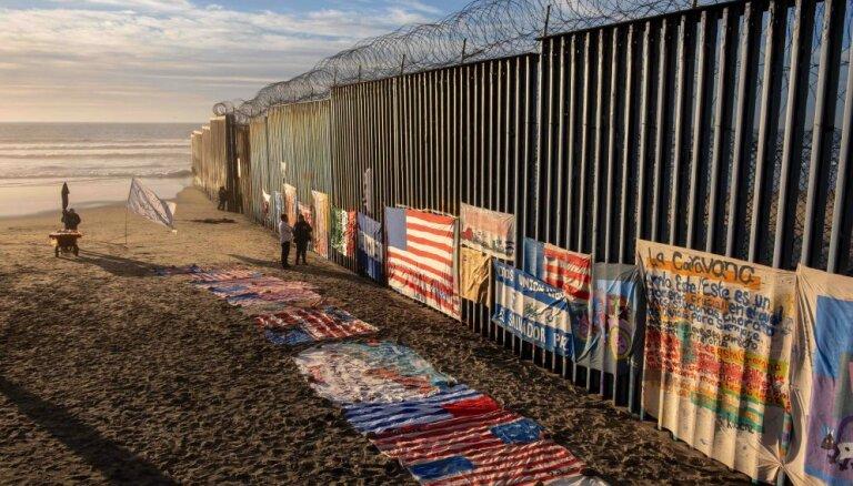 Суд запретил Трампу строить стену с Мексикой за счет бюджета США