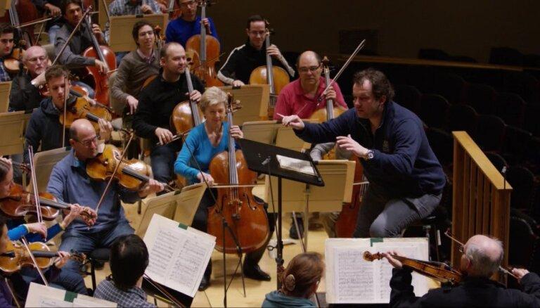 Video: Bostonas Simfoniskais orķestris pārsteidz Andri Nelsonu ar apsveikumu dzimšanas dienā