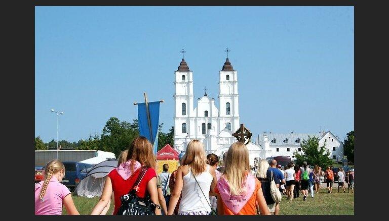 Pāvests brauc uz Latviju: Aglona meklē brīvprātīgos, lai dievnamu sagatavotu vizītei