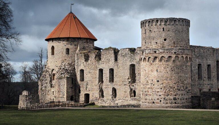 ФОТО, ВИДЕО. Для посетителей впервые открылась южная башня Цесисского замка