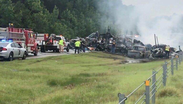 Smagā autoavārijā Alabamā iet bojā deviņi bērni