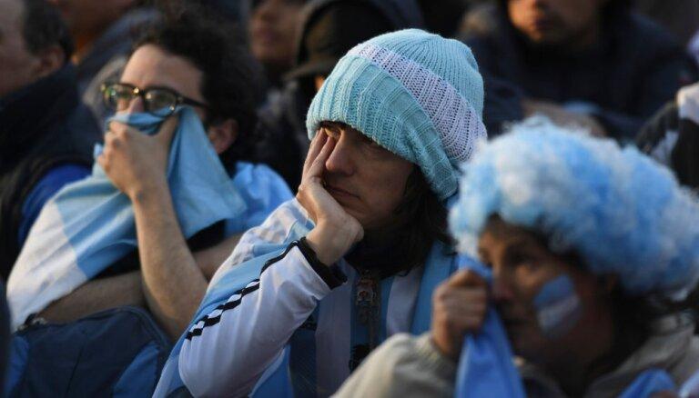Аргентина просит Россию о депортации четырех болельщиков, избивших на стадионе хорвата