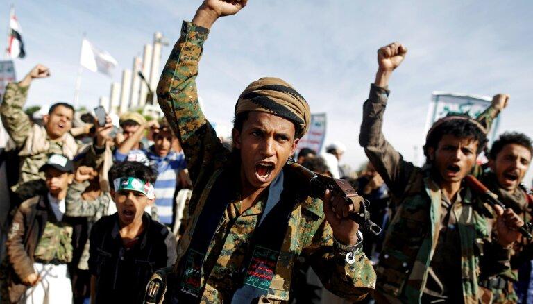 Jemenas hutiešu nemiernieki draud uzbrukt mērķiem AAE