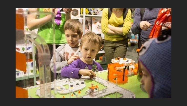 Izstādē 'Bērnu pasaule 2015' sola pirmizrādes un jaunu produktu prezentācijas