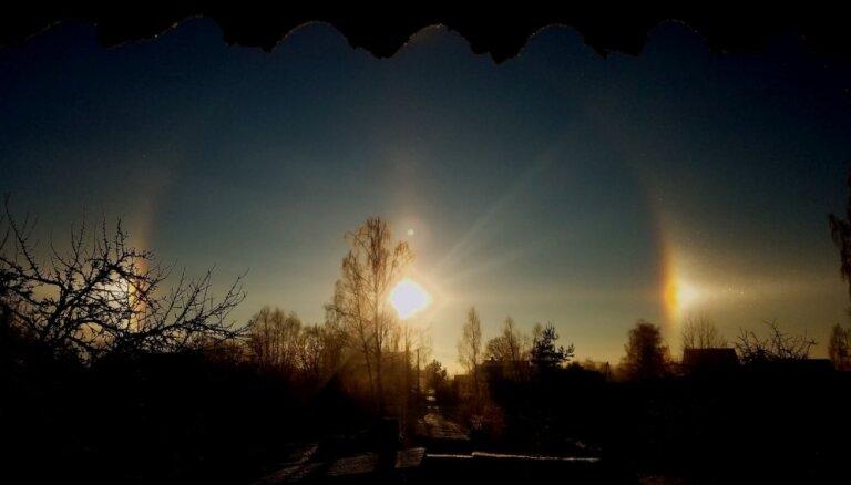 Foto: Krāšņs Saules halo debesīs virs Cēsīm
