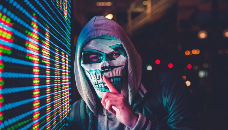 'Piever muti, citādi nogalināšu!' jeb Ja nebūtu interneta, nekas tāds nenotiktu