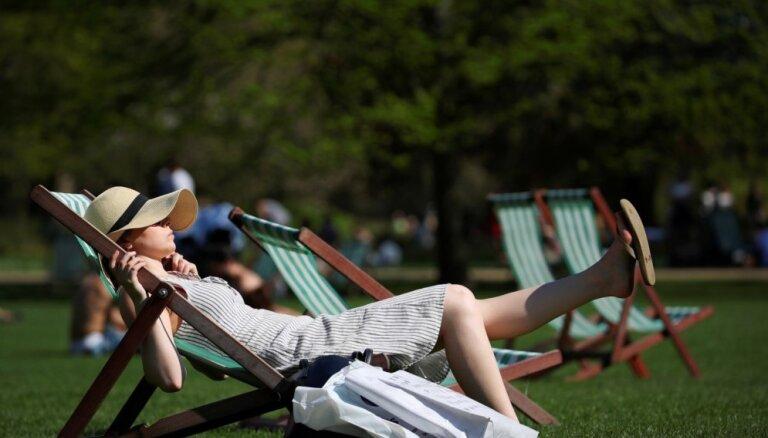 Ar vismaz 810 eiro ienākumu mēnesī var pieskaitīt sevi Latvijas vidusslānim, liecina aptauja