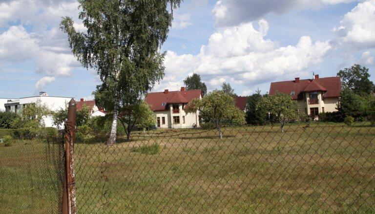'Neļauj pašiem lemt par ciema statusu' – arī Mārupe vēršas Satversmes tiesā