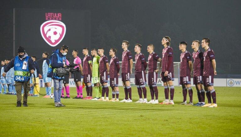 Latvijas futbola izlasē viens spēlētājs saslimis ar Covid-19; diviem apšaubāmi testa rezultāti