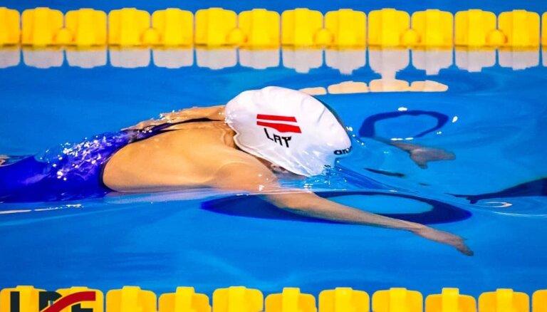 Latvijas labākie peldētāji atsāk treniņus āra peldbaseinā Rēzeknē