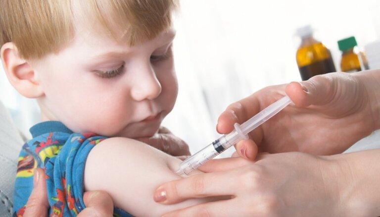 Epidemiologi mudina vecākus pārliecināties par bērnu vakcinācijas statusu pret masalām