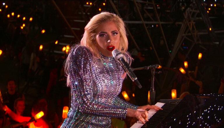 ВИДЕО: Леди Гага выступила на Супербоуле с тремя сотнями дронов