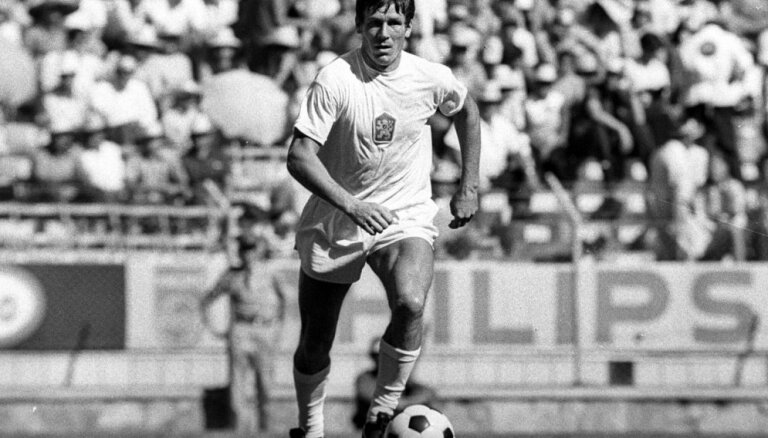 Mūžībā aizgājis leģendārais slovāku futbolists Jozefs Adamecs