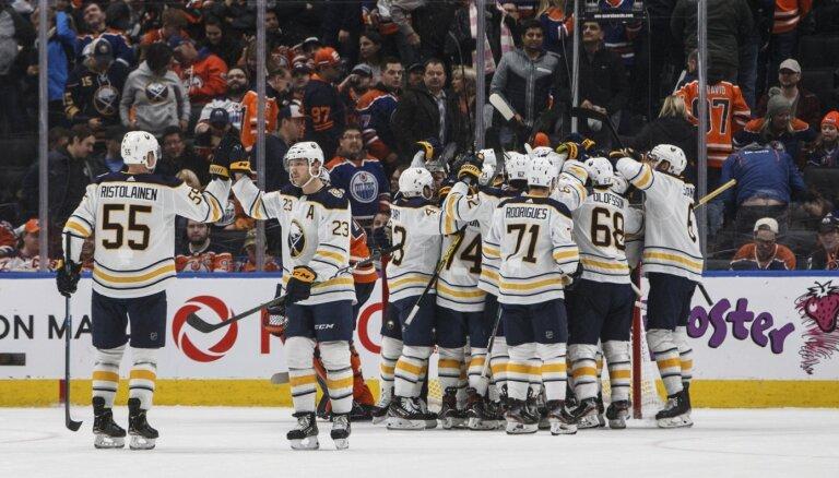 Girgensona pārstāvētā 'Sabres' pēc izlaista pārsvara pagarinājumā pieveic 'Oilers'