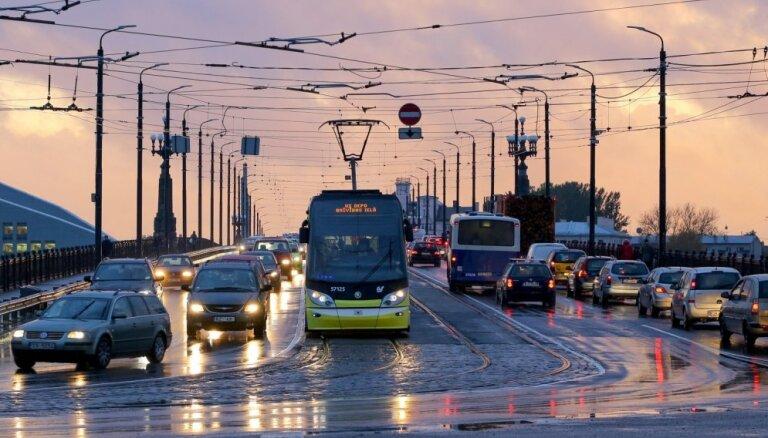 'Rīgas satiksmei' nepieciešamā dotācija varētu pieaugt līdz 134 miljoniem