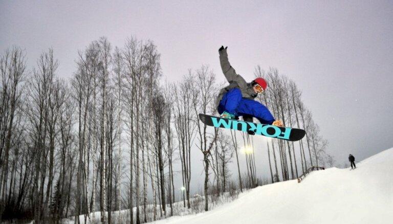 Vietas visā Latvijā, kur jau šajās brīvdienās darbojas slēpošanas kalni un brīvdabas slidotavas